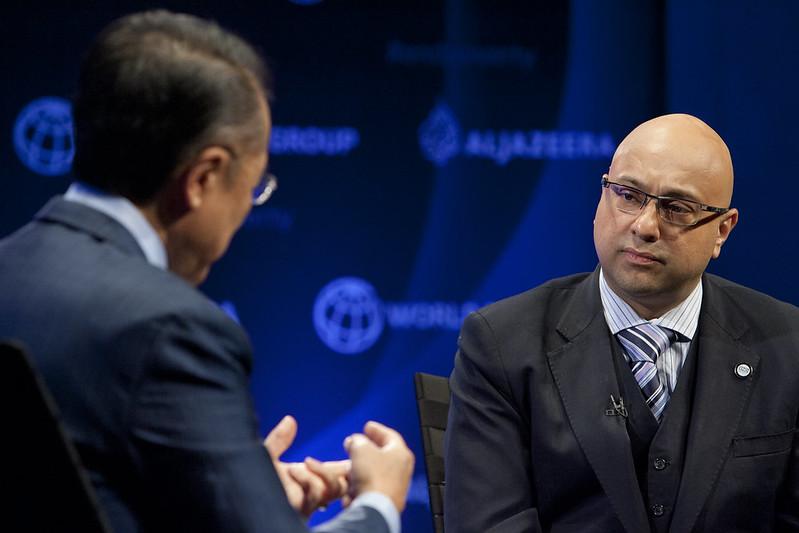 Ali Velshi and World Bank Group President Jim Yong Kim. Photo: Simone D. McCourtie / World Bank